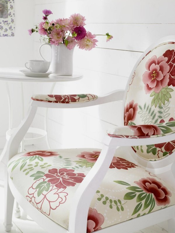 beautiful-medalion-chair-with-roses-patterned-upholstery